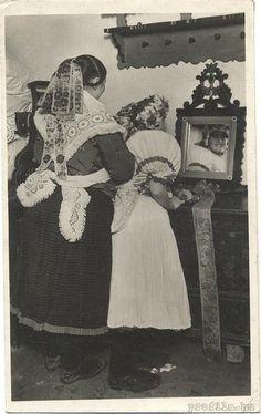 Hungarian folk bridal dress:)