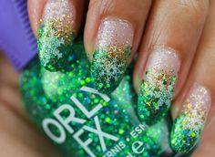 weihnachten french nails glitter extravagant grün ombre gold weiß schneeflocke sticker #nageldesign #nail