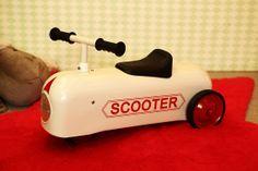 Bonito correpasillos vintage modelo scooter en www.cyckids.com Vintage Cars, Toys, Templates, Bonito, Activity Toys, Clearance Toys, Gaming, Games, Classic Cars