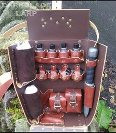 Field hospital in a box. Potions and salves, pouches for lammies and surgeons tools. All on a shoulder strap Steampunk Costume, Steampunk Diy, Larp, Ninja Armor, Magic Bag, Gothic Dolls, Steampunk Accessories, Cool Items, Leather Working