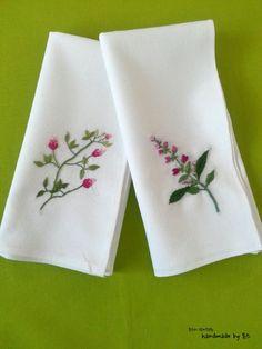 들꽃자수로 만든 봄맞이 꽃수건 오늘은 단아하면서도 상큼한 들꽃자수 손수건을 만들어보았어요 ㅎㅎ 그제...