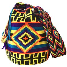 Large Mochila Wayuu Bag | Handmade and Fair Trade Wayuu Mochila Bags LOMBIA & CO. | www.LombiaAndCo.com