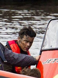 Harry with the side-eye at paps snapping photos of him on the set of Dunkirk