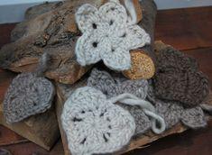 Crochet Christmas Stars and Hearts -  Gehaakte kerst sterren en hartjes - download  (English and Dutch) Crochet, haken, patroon, pattern, free, gratis, kerst, Christmas,