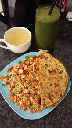 Late breakfast & lunch. Warm ginger first (boil 1.5 cup of water until reduced to 1 cup, add some chopped ginger, then 1/2 tsp honey), my favourite raw kale smoothie (blend 2 handfuls of raw kale, frozen strawberries, 1 banana, 1 tsp ground cinamon, 1 & 1/2 cup cold water), 1 methi roti cooked in just under 1 tsp oil, 2 scrambled eggs (heat 1 tsp oil in a pan, add carrots, tomatoes, green peppers & Haloumi cheese and season with black pepper + dry herbs [dry parsley & dry basil] and cook for…