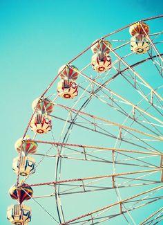 Hup de achtbaan in, een rondje in het reuzenrad en door naar de wildwaterbaan! Koop je tickets voor een pretpark bij TravelBird en beleef een onvergetelijke dag vol avontuur!