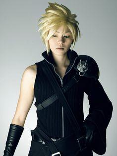 Final fantasy vii Cloud Strife cosplay girl.