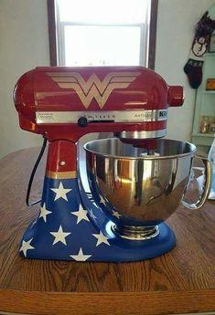 🎶Wonder Wo🎵man,🎶🎵All the world is waiting for you🎶🎵❤ Kitchen Aid Decals, Kitchen Paint, Kitchen Aid Mixer, Kitchen Vinyl, Wonder Woman Birthday, Wonder Woman Party, Wonder Woman Cake, Kitchen Themes, Kitchen Decorations