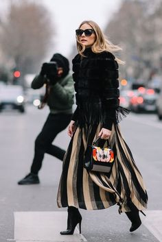 Fall Street Style Outfits to Inspire Fall Street Style fashion week shows Olivia in the perfect Fall outfit. Street Style Outfits, Look Street Style, Autumn Street Style, Mode Outfits, Chic Outfits, Fall Outfits, Fashion Outfits, Street Styles, Street Chic