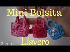 In today's video we will learn how to crochet these mini bags. Easy and simple to make crochet keychains for lefties, you can give them as souvenirs of baptism, baby shower, use Crochet Barbie Patterns, Crochet Flower Patterns, Crochet Doll Clothes, Crochet Dolls, Barbie Accessories, Crochet Accessories, Häkelanleitung Baby, Crochet Doll Tutorial, Selling Crochet