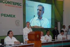 """Javier Duarte gradeció la participación del periodista Joaquín López-Dóriga en este Foro, """"Chicontepec es negocio ¿sí o no?"""", así como del director de Pemex Exploración, Carlos Morales Gil."""