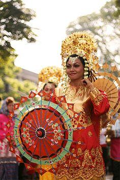 Tari Payung (Parasol Dance) - from Sumatera
