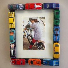 Picture frame craft for kids - would make a GREAT father's day gift! #craftsforkids