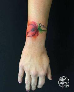 POPPY ❤️ Ila Ink, Red poppy tattoo, poppy tattoo, tattoo, red, drops, photo, papavero , tatuaggio papavero, flower tattoo, flower, tatuaggio, fiore, circles , fumo colorato, fumo tatuaggio,tattoo, fiori tatuati, rosso, inkenso, bracelet, bracelet flower, bracelet tattoo