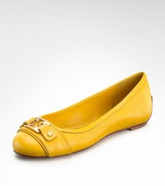 Designer : Tory Burch. Colour / color : yellow gold brown. Style of shoe : ballerina flat, ballet pump. Brand ahoy, perfect for summer walking.