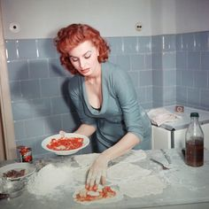 Sophia Loren whips up a few pizzas