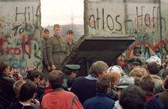 hier was een stuk van de Berlijnse muur omgevallen