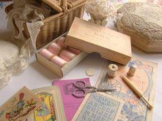 Adorable ancienne bobine en bois, fils retors d'Alsace, DMC, n°818 rose poudré