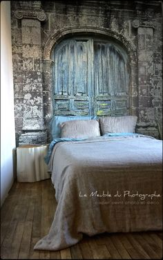 Papier peint trompe l'oeil édité par Le Meuble Du Photographe. Réalisation de tronc chevet et déco également. Voir le site d'Anne-Laure Sizun.