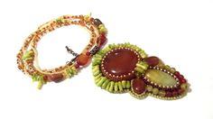 105 LEI | Coliere handmade | Cumpara online cu livrare nationala, din Bucuresti. Mai multe Bijuterii in magazinul Gabileria pe Breslo.