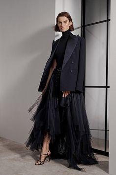 Ralph lauren resort 2019 new york collection - vogue fashion runway fashion, fashion Fashion 2018, Fashion Week, Look Fashion, Runway Fashion, Fashion Dresses, Fashion Design, Spring Fashion, Vogue Fashion, Fashion Trends