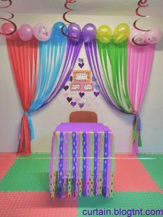 Llamativas decoraciones de fiesta con cortinas de papel You are in the right place about hanging Balloon Decorations Here we offer you the most beautiful pictures about the Balloon Decorations backdro Simple Birthday Decorations, School Decorations, Decoration Table, Birthday Party Decorations, Birthday Parties, Rainbow Birthday, Birthday Balloons, Hanging Balloons, Mermaid Balloons