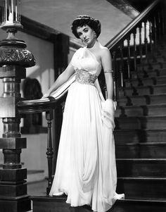Elizabeth Taylor wearing a dress by Edith Head in 'Elephant Walk', 1954 Hollywood Fashion, Hollywood Stars, Costume Hollywood, Old Hollywood Glamour, Golden Age Of Hollywood, Vintage Hollywood, Classic Hollywood, Hollywood Actresses, Classic Actresses