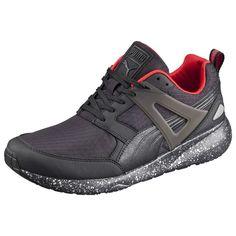 Aril Modern Tech Sneaker    Der PUMA Aril ist das, was wir uns unter Leichtigkeit vorstellen. Sein Grunddesign ist am R698 angelehnt, jedoch wurde der Schuh mit Materialen und Details angereichert, die weit mehr sind als nur bloße Stilelemente. Dieses Modell ist die perfekte Kombination aus einem leichten Sneaker und einem klassischen Laufschuh....