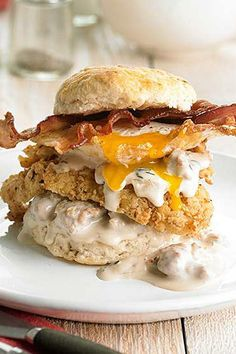Hearty Breakfast Biscuit Stacks -- Layer breakfast biscuits with fried chicken, crispy bacon, a fried egg, and homemade gravy for the ultimate comfort food breakfast. Biscuit Sandwich, Breakfast Sandwich Recipes, Breakfast Biscuits, Bacon Breakfast, Southern Breakfast, Mexican Breakfast, Breakfast Meals, Bacon Recipes, Brunch Recipes