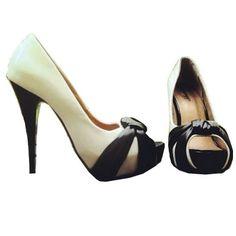 PEEP TOE BRANCO E PRETO - Peep toe em couro ecológico com salto de 12cm e meia pata de 2,5cm. Sapato Importado. Pronta Entrega Tamanho 36. Valor R$ 199,00