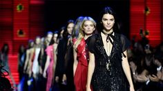 Kendall Jenner Wore 27 Outfits During Fashion Month! See Them All: It's no secret that Kendall Jenner was the most coveted model during Fashion Month! Kendall Jenner Estilo, Kendall Jenner Photos, Kendall Jenner Outfits, Kylie Jenner, Paris Fashion, Diy Fashion, Ideias Fashion, Street Fashion, Runway Fashion
