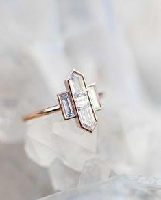: Modern art deco brides where you at? This bullet & baguette diamond engagement r. Modern art deco brides where you at? This bullet & baguette diamond engagement ring from GrewandCo Art baguette brides bullet Deco diamond diamondengagementrings en Anel Art Deco, Bijoux Art Deco, Art Deco Jewelry, Fine Jewelry, Jewelry Design, Jewelry Making, Bridal Jewelry, Silver Jewelry, Metal Jewelry