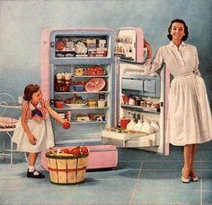 www.artflakes.com Thập niên 50s đánh dấu sự tiến bộ trong khoa học công nghệ, người phụ nữ được giải phóng rất nhiều từ công việc nội trợ chăm sóc gia đình nhờ sự hỗ trợ của máy móc. Đây cũng chính là yếu tố khiến phụ nữ trở lên bớt bận rộn hơn, có nhiều thời gian dành cho bản thân, dành cho thời trang và đây được xem như một bước ngoặt đối với phụ nữ về thời trang trong giai đoạn này.