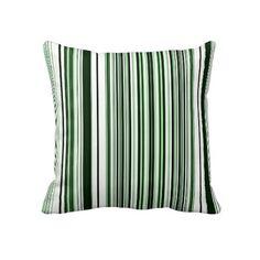 O verde listra o travesseiro decorativo
