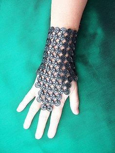 Black Button Gauntlet (by Petronella Luiting) I think I could make this with a little desing effort. It would look great in metal buttons too. Button Art, Button Crafts, Black Button, Tribal Fashion, Diy Fashion, Steampunk Crafts, Make Your Own Clothes, Steampunk Accessories, Fantasy Costumes