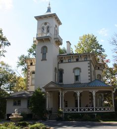A look inside the historic Victorian Italianate mansion known as Promont House in Milford, Ohio, where Governor John Pattison once lived. Edwardian House, Victorian Homes, Ohio, I Love House, Tower House, Big Houses, Woman Painting, My Dream Home, Dream Homes