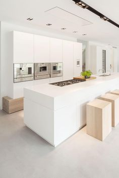 Villa Huizen is a modern country house located in a rural setting in Huizen, Netherlands. It was designed in 2013 by De Brouwer Binnenwerk. Country Modern Home, Country House Design, Country Interior, Country Houses, Interior Photo, Kitchen Images, Cuisines Design, Küchen Design, Kitchen Interior