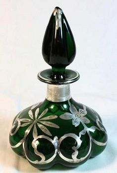 Century Victorian Silver Overlay Green Blown Glass Perfume Bottle Scent No credit given but it looks like a piece credited to Steuben. Antique Perfume Bottles, Vintage Bottles, Cristal Art, Perfumes Vintage, Beautiful Perfume, Bottle Art, Glass Bottles, Antique Glass, Blown Glass