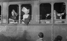 Madrid, 19-9-1940.- De paso para Zaragoza, se ha detenido hoy en Madrid el tren de la peregrinación que ha partido de Murcia y que lleva a la Basílica del Pilar la imagen de la Virgen de la Fuensanta, patrona de la región murciana. EFE/CORTÉS/ps.lafototeca.com Image : efespsix945762