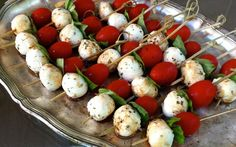 Italian theme: Caprese skewers-Food for the Garden Party Skewer Recipes, Appetizer Recipes, Appetizers, Italian Themed Parties, Italian Party Foods, Caprese Skewers, Fingerfood Party, Dinner Themes, Pizza Party