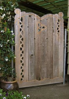 Fence gate with Celtic Knots Front Yard Fence, Diy Fence, Fence Landscaping, Fence Gate, Fence Ideas, Timber Gates, Timber Fencing, Wooden Gates, Garden Gates And Fencing