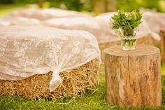 Balas de paja para la decoración de la boda.
