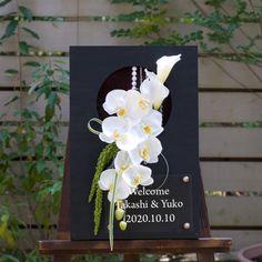 結婚式のウェルカムボード和風、胡蝶蘭をスタイリッシュにあしらった和モダンなボードです。 Wedding Trends, Wedding Tips, Wedding Reception, Flower Frame, Flower Wall, Wedding Bouquets, Wedding Flowers, Welcome Boards, Japanese Wedding