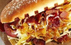Warmbrakkies met Whiskey Uie, Spek en Kaas Warmbrakkies opgedollie…. heelik..!! Boerekos Resepte Hot Dog Buns, Hot Dogs, Rump Steak, Whiskey, Biltong, Sweet Chilli, Recipe Search, Types Of Food, Fudge