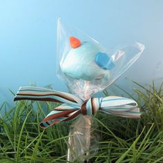 Bluebird brownie pops!?  Are you kidding me?  These are so wonderful I would hesitate (for a short moment) before eating these perfect little tweets.