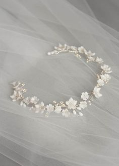 MARJORIE Floral bridal headband wedding headpiece floral halo aureole bandeau c Bridal Headdress, Floral Headpiece, Headpiece Wedding, Wedding Veils, Bridal Headpieces, Bridal Headbands, Garter Wedding, Hair Wedding, Hair Jewelry