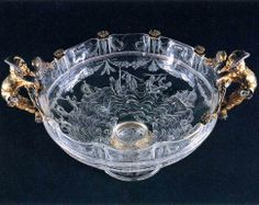 Cup with Gilded Manikin Handles around 1550 Rock crystal, gold ornaments, 19 x 25 cm Galleria Palatina (Palazzo Pitti), Florence The cup originated from Milan, the gold ornaments were made in the Medici workshops in Florence