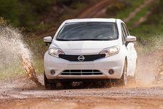 Incroyable !! La nouvelle @Nissan Note qui ne peut pas se salir ! Cette technique appelée #ultraeverdry  est déjà connue dans certains domaines mais c'est une première dans le secteur automobile ! Fini le nettoyage, maintenant la boue et l'huile perlent sur la carrosserie ! Cliquez pour voir la vidéo et les photos de leur dernier test #Nissan