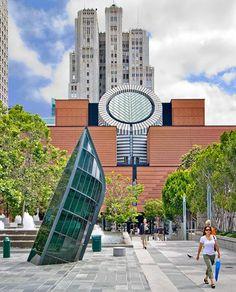 SFMOMA - San Francisco Mmuseum of Modern Art: qui il link dove vedere tutta la collezione http://www.sfmoma.org/projects/artscope/index.html#zoom=5=105=29778