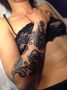 35+Amazing+Lace+Tattoo+Designs+(21)